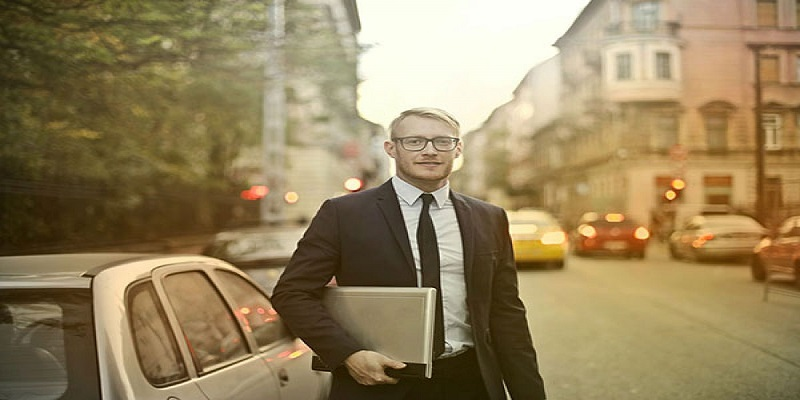 A virtual accounting executive with a laptop on a city road